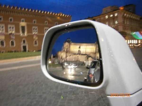 в зеркале отражается Алтарь Отечества во всём великолепии