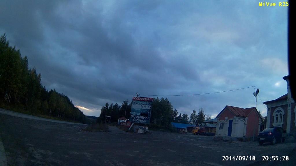 Вот эта «Сказка», справа видно кафе, мотель, деревянный в глубине.